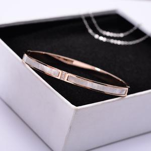 日韩版镶钻天然母贝壳钛钢镀玫瑰金手镯手环女款百搭首饰品不掉色