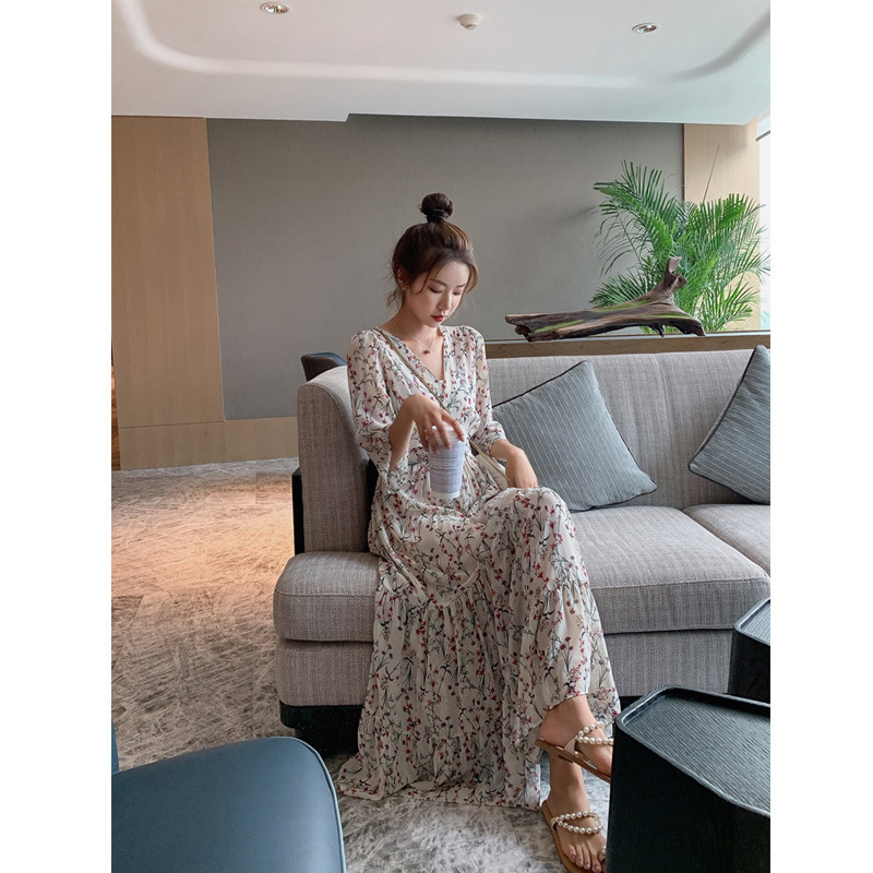 Small daisy floral dress womens summer Chiffon French style slim waist closing temperament retro V-Neck long skirt spring and autumn new style