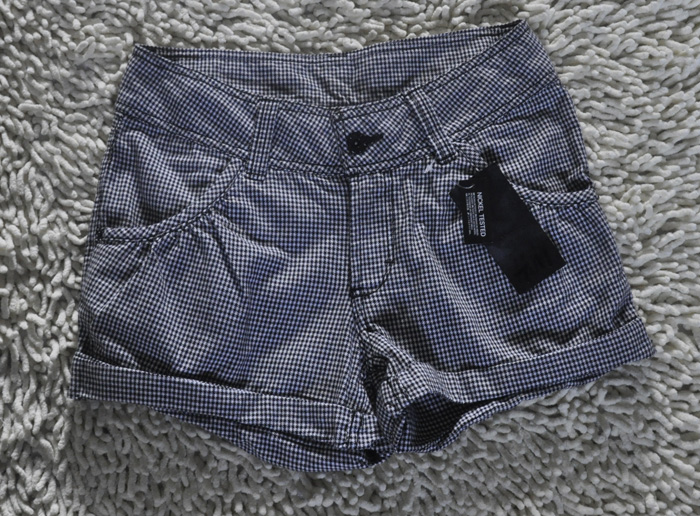 German H & m black and white check fashion versatile casual shorts hot pants (in stock)