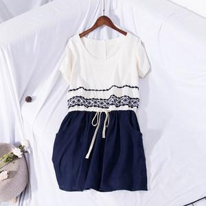 夏季新品学院风呢过文艺短袖拼色民族风刺绣中长款棉麻连衣裙8960