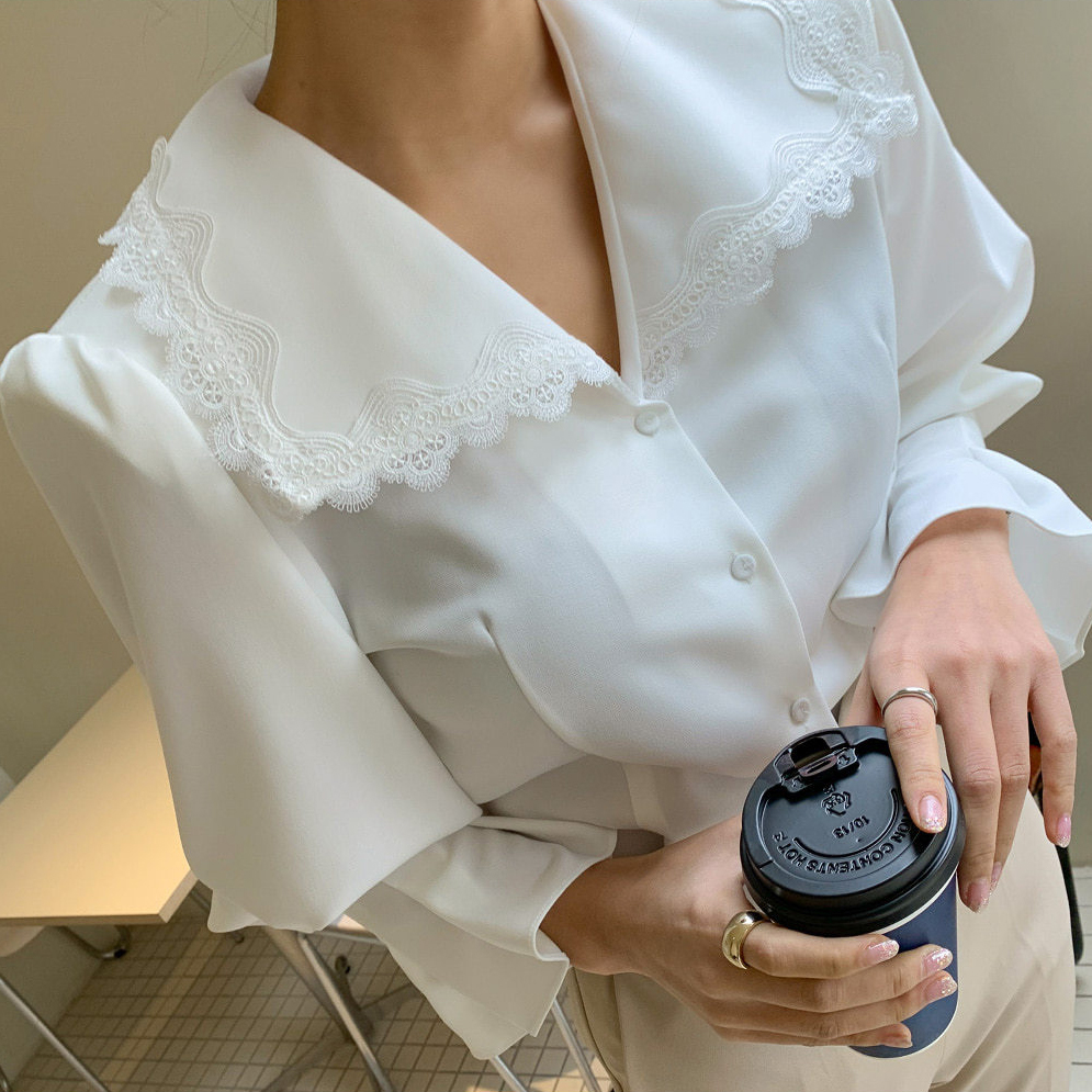 2021 new spring top Korean white lace Lapel large collar Lantern Sleeve thickened Long Sleeve Shirt