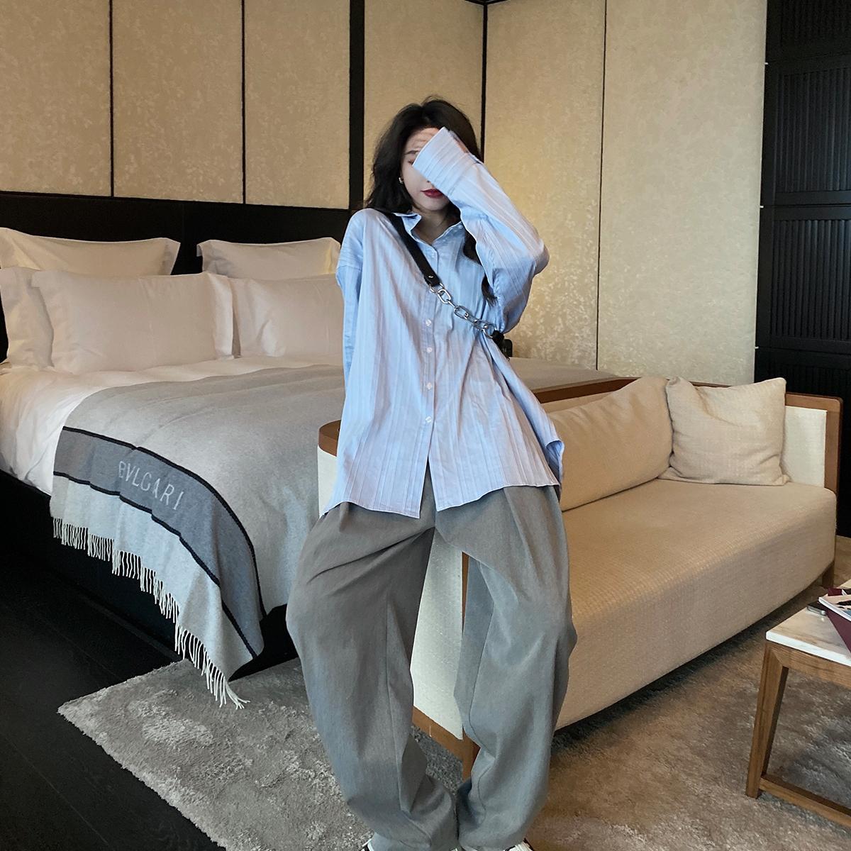 百搭宽松韩版蓝色条纹衬衫 高时髦线条凸显硬朗味