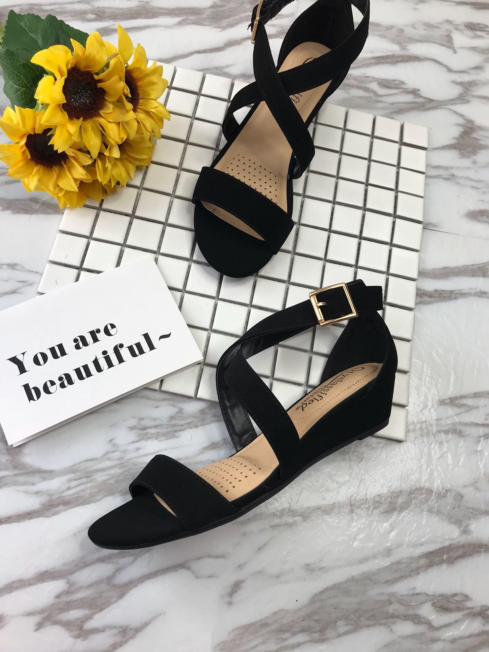 夏季外贸新品舒适平底磨砂漆皮黑色女士一字带交叉露趾中跟凉鞋96