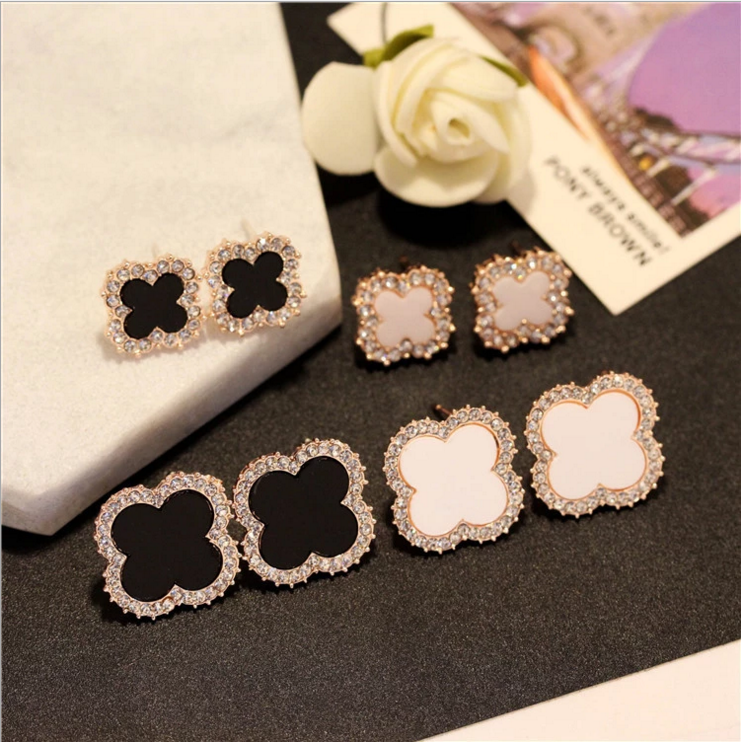 Fashionable four leaf grass Rhinestone Earrings simple temperament versatile black and White Earrings 925 silver needle Korean Earrings