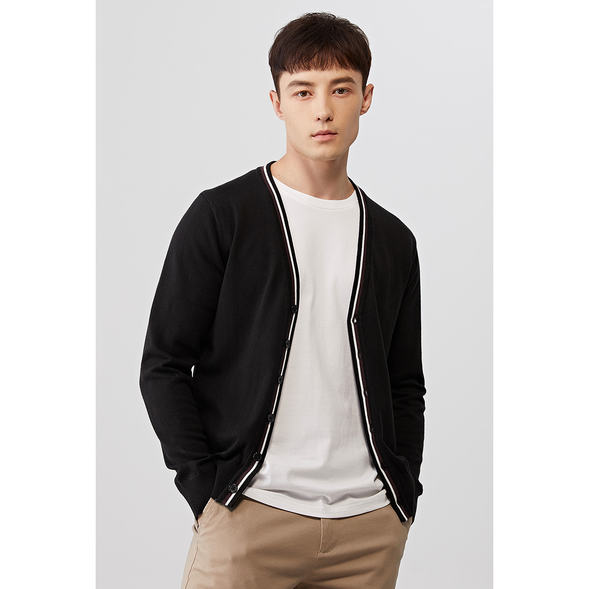 Autumn new mens knitted cardigan casual color contrast sweater mens thin air-conditioning sweater jacket 3011