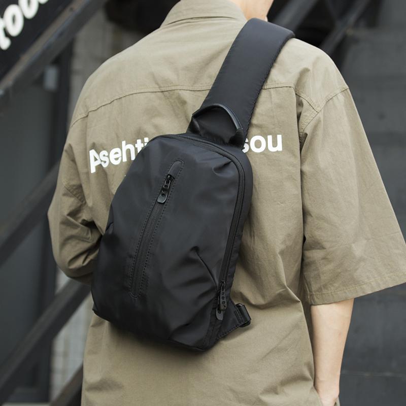 新款男士胸包时尚潮流包包男斜挎包简约时尚男包潮牌单肩包10-18新券