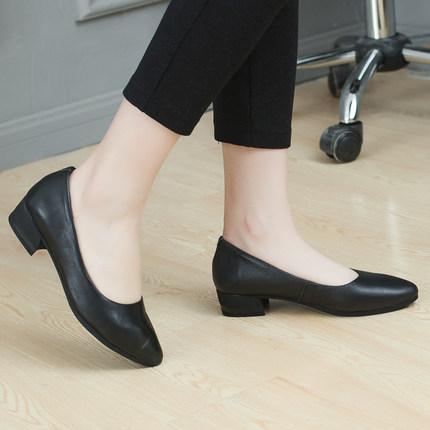 18新款妈妈鞋软底防滑单鞋平跟舒适黑色皮鞋女方跟工作鞋夏女鞋