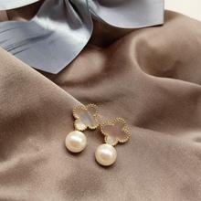 14Kゴールドホワイトシェル古典的な四つ葉ピアスなし草の真珠の耳のクリップ、日本と韓国の人気の気質エレガントな野生