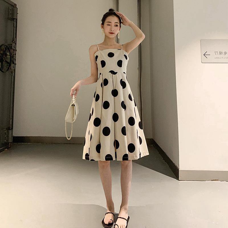 波点吊带连衣裙2020新款夏法式很仙的流行裙子一字肩大波点裙