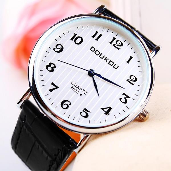 店主ははっきりとした大きな文字の文字板を推薦します。男女公務員試験専用老人学生の腕時計です。