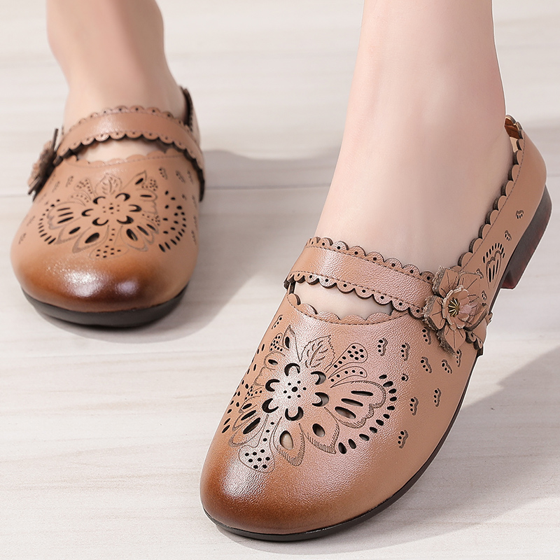 More than 30, 40 to 50 year old aunts and mothers shoes 35 middle-aged women wear cave sandals when they go out in summer