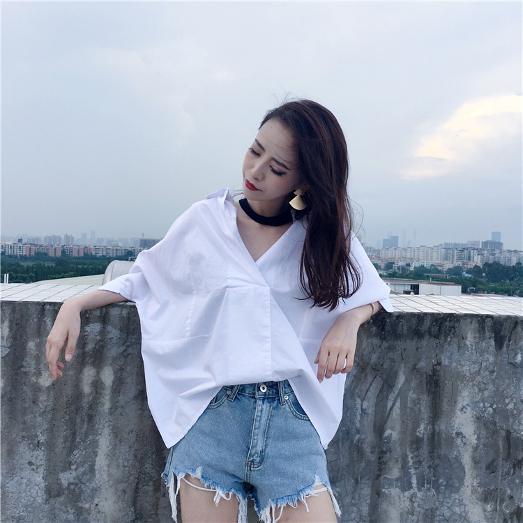 Spring and summer white collar shirt womens versatile loose cotton BF top half sleeve White V-Neck students graduation season shirt