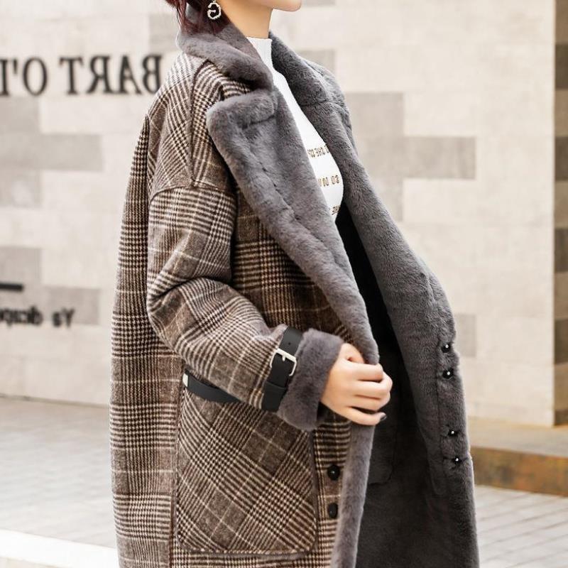 外套大衣女新2020加厚秋冬中长款仿羊羔毛皮毛一体加绒毛呢格子