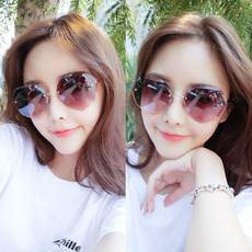 Солнцезащитные очки 2018 новые солнцезащитные очки