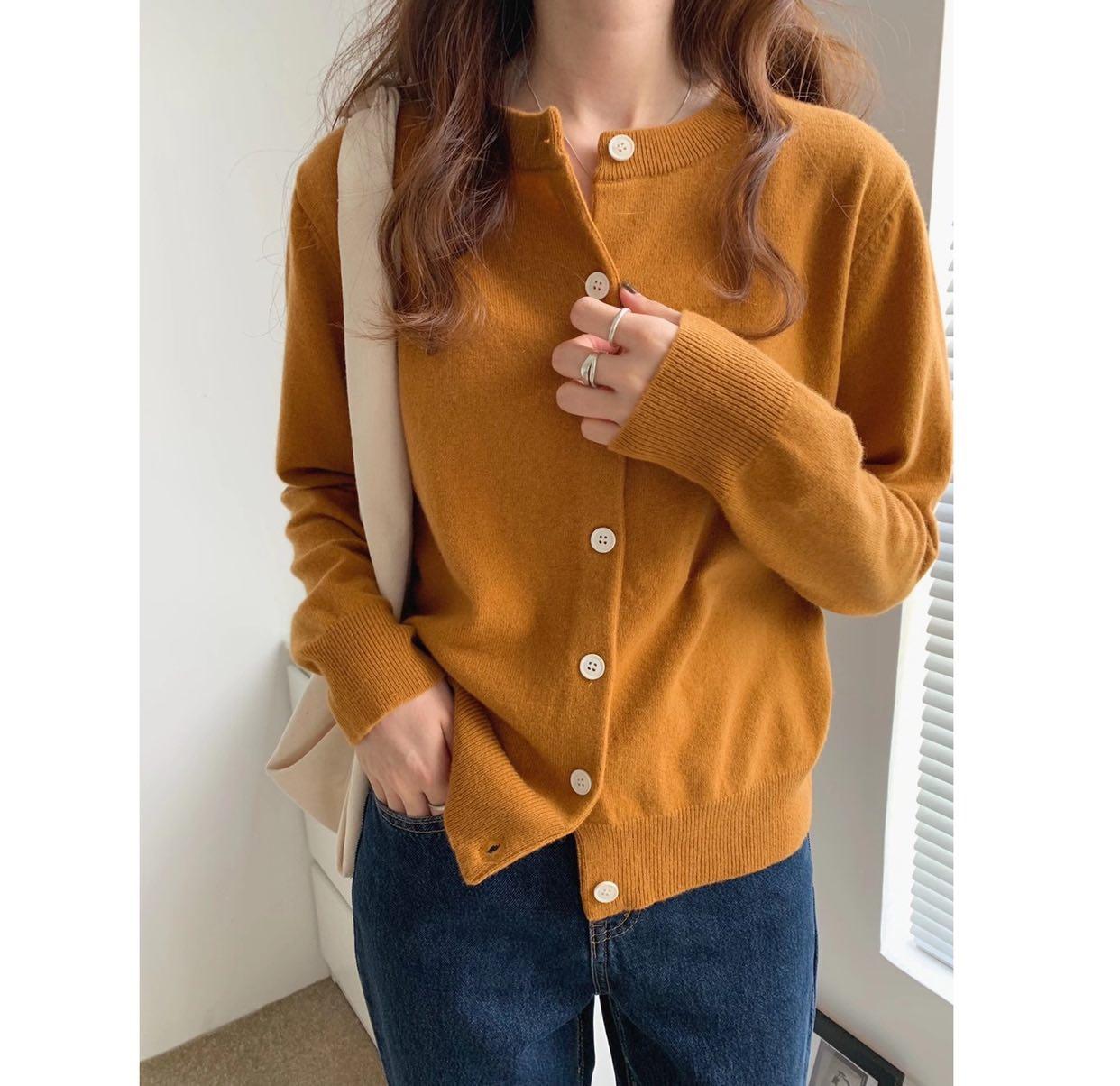 T2020秋季新韩版气质圆领排扣长袖宽松百搭羊毛针织开衫上衣女xh