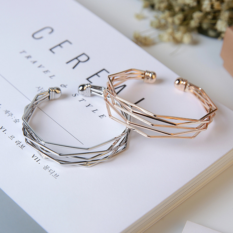Simple 3D visual bracelet with minimalist style, simple geometry, multi-level cool metal style, European and American design minority hand ornaments