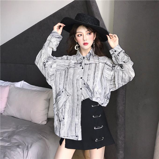 时尚早秋套装线条涂鸦风设计长袖衬衫女+ 暗黑系别针半身裙分开拍