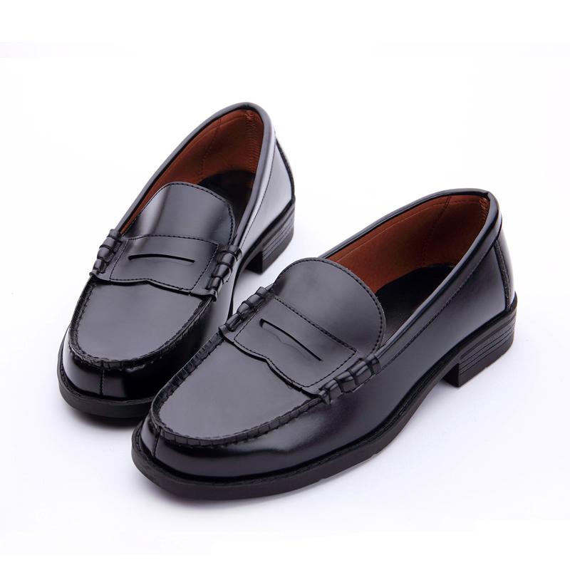 穿什么鞋配校服最好:穿校服配的鞋子