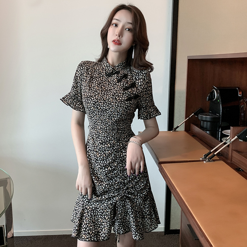 2021 summer new improved broken flower drawstring pleated temperament with slim waist and flared sleeve dress