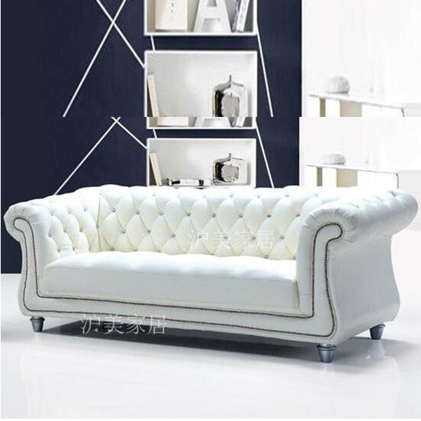 ヨーロッパ式の本革のソファーは白い客間の小型の部屋型の近代的な簡単なアメリカ式の経済型のソファーを掛けて組み合わせます。