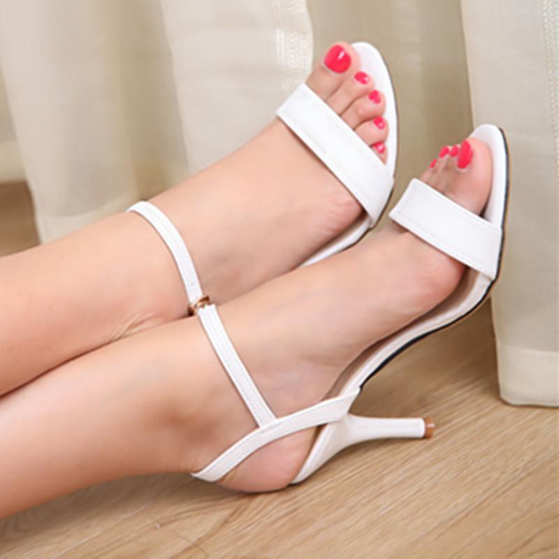 芊彩虹夏季新款真皮女凉鞋白色细跟中高跟性感一字扣带313233小码