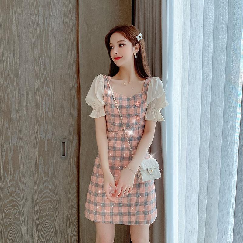 连衣裙女2020夏季新款学生韩版显瘦喇叭袖亮片初恋短袖格子短裙子图片