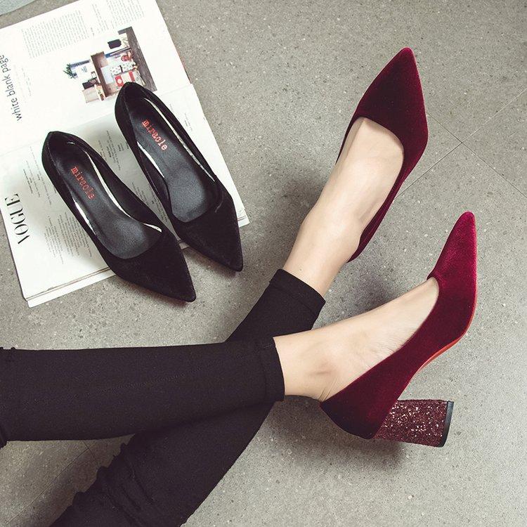 2020春秋新款丝绒礼服鞋尖头高跟鞋粗跟浅口单鞋闪闪新娘红色婚鞋