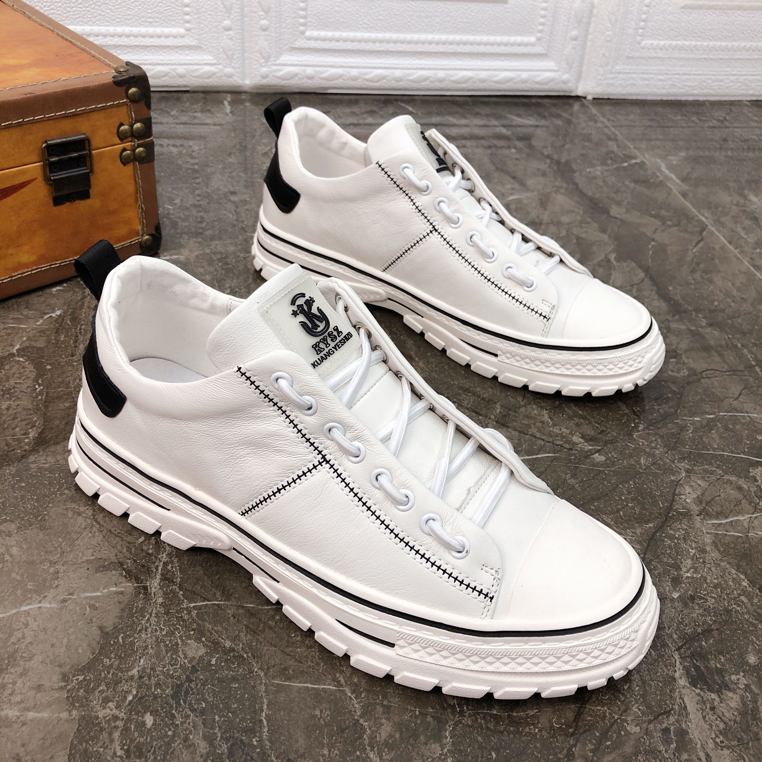 19 autumn new low top shoes full leather small white trend versatile sports leisure soft increase thick sole mens single