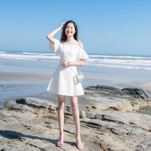 2020夏季新款一字肩海边度假沙滩裙小个子白色性感吊带连衣裙超仙
