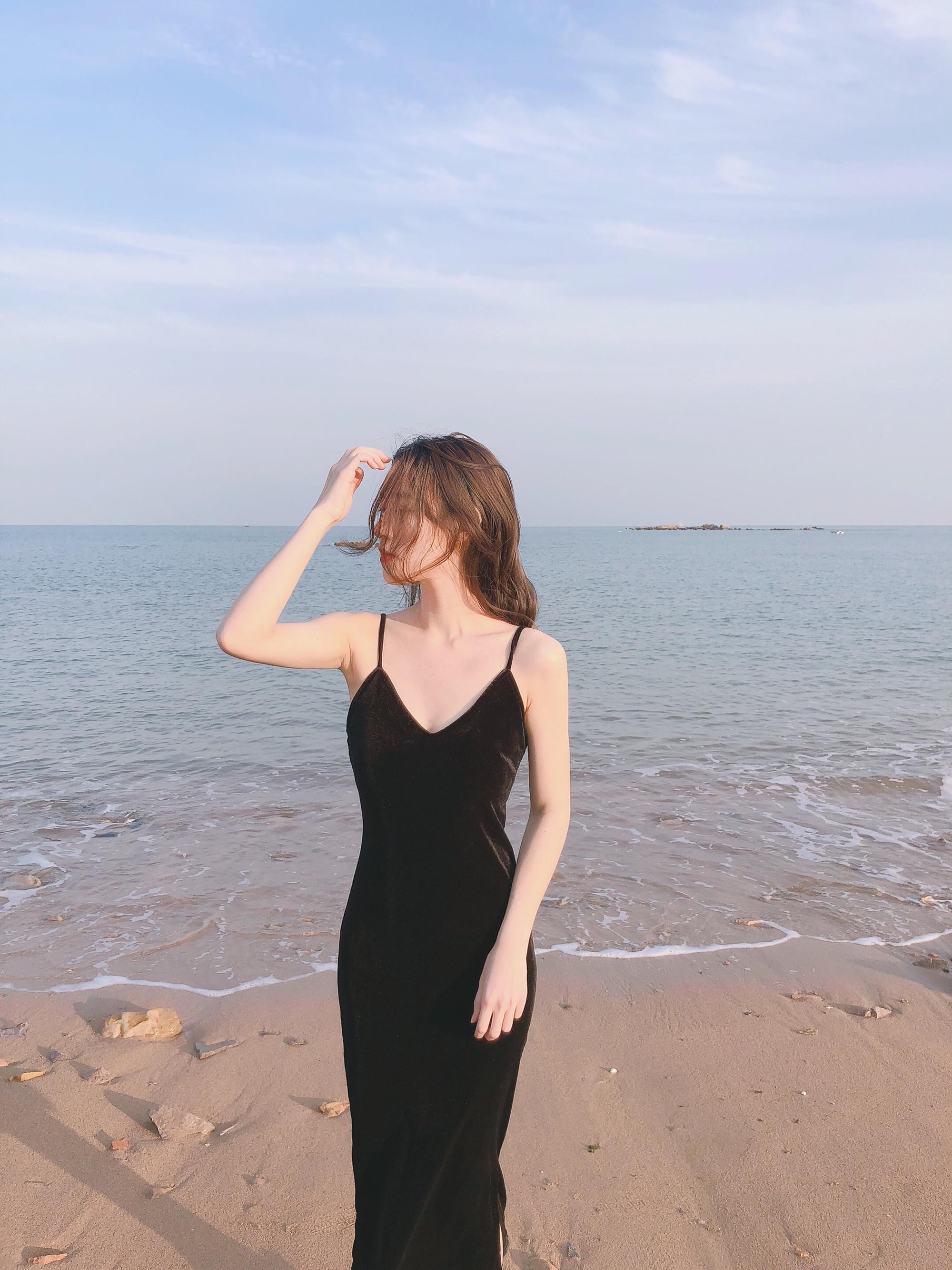 20春夏复古性感法式赫本修身侧开叉显瘦丝绒包臀小黑裙吊带连衣裙