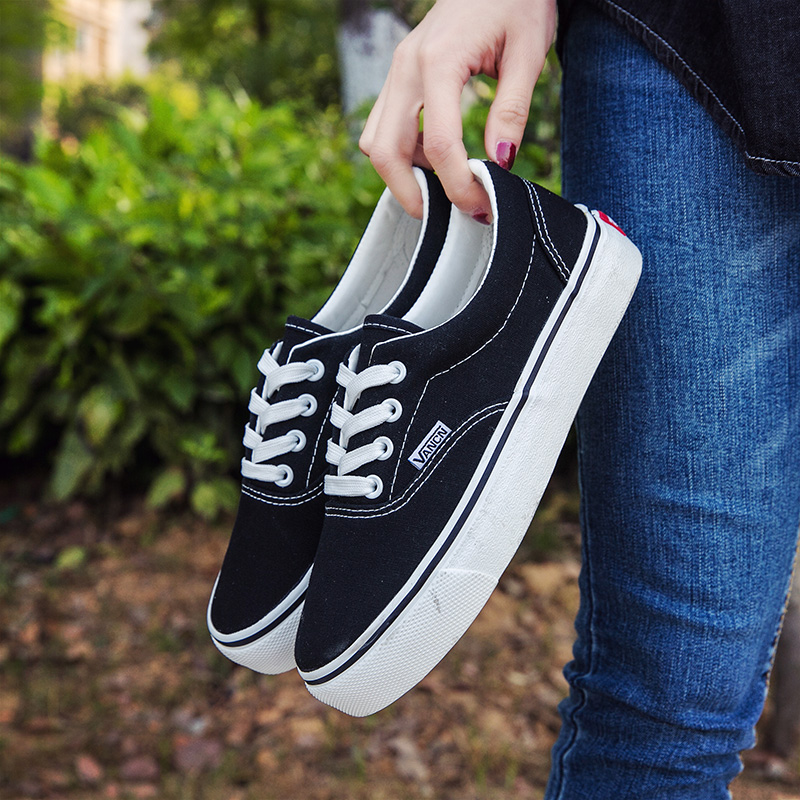 Shengwansi aut new womens and mens low top black and white canvas shoes