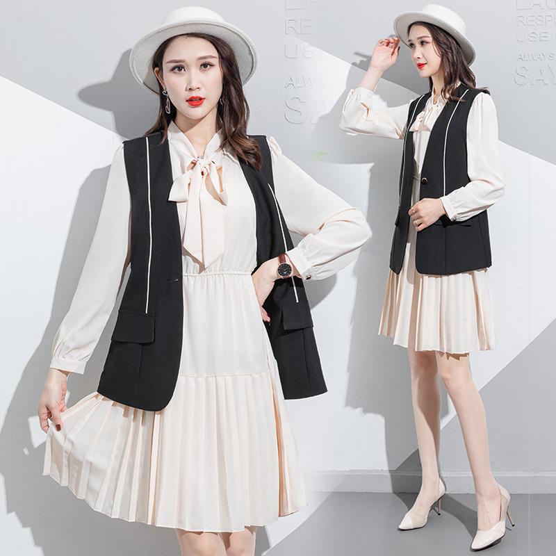 春季套装西装马甲搭配百褶裙连衣裙2021新款时尚减龄洋气两件套潮