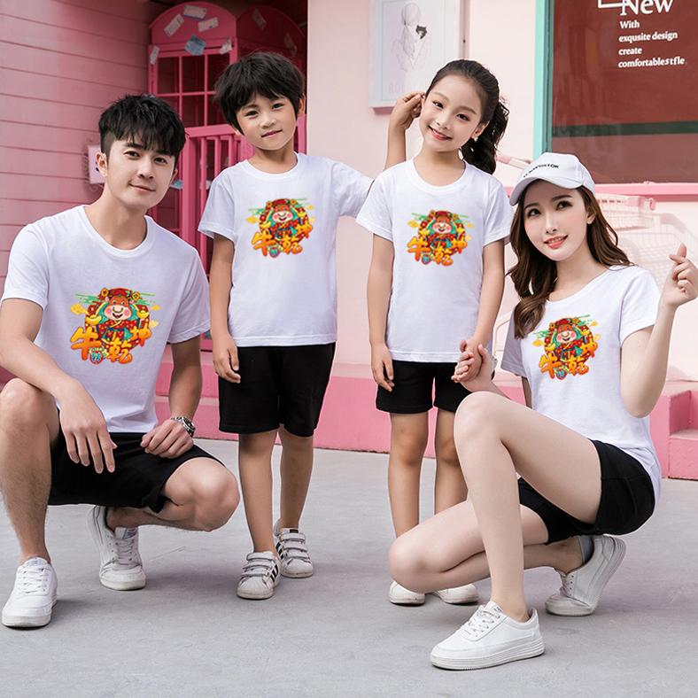 2021親子は一家三口の網の赤い親子を詰めて半袖Tシャツを入れます。