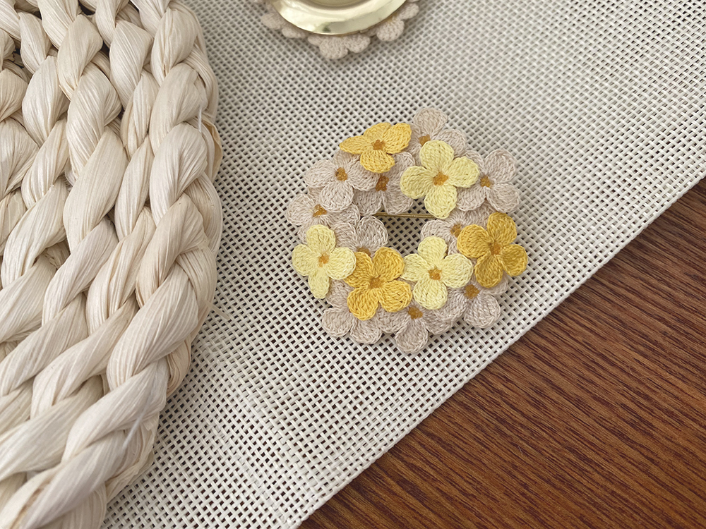 Retro story of small yellow flower wreath pin elegant chic Brooch handmade exquisite Bobo hair ball accessories