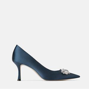 2020小CK新款女鞋珠宝装饰缎面尖头浅口细跟高跟鞋藏青色工作单鞋