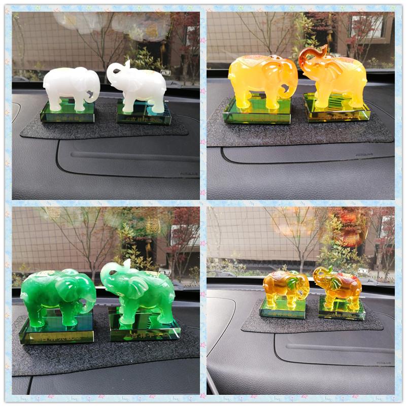 白玉象の小さい置物と小象芸術品の自動車アクセサリーの車載玄関書斎の置物
