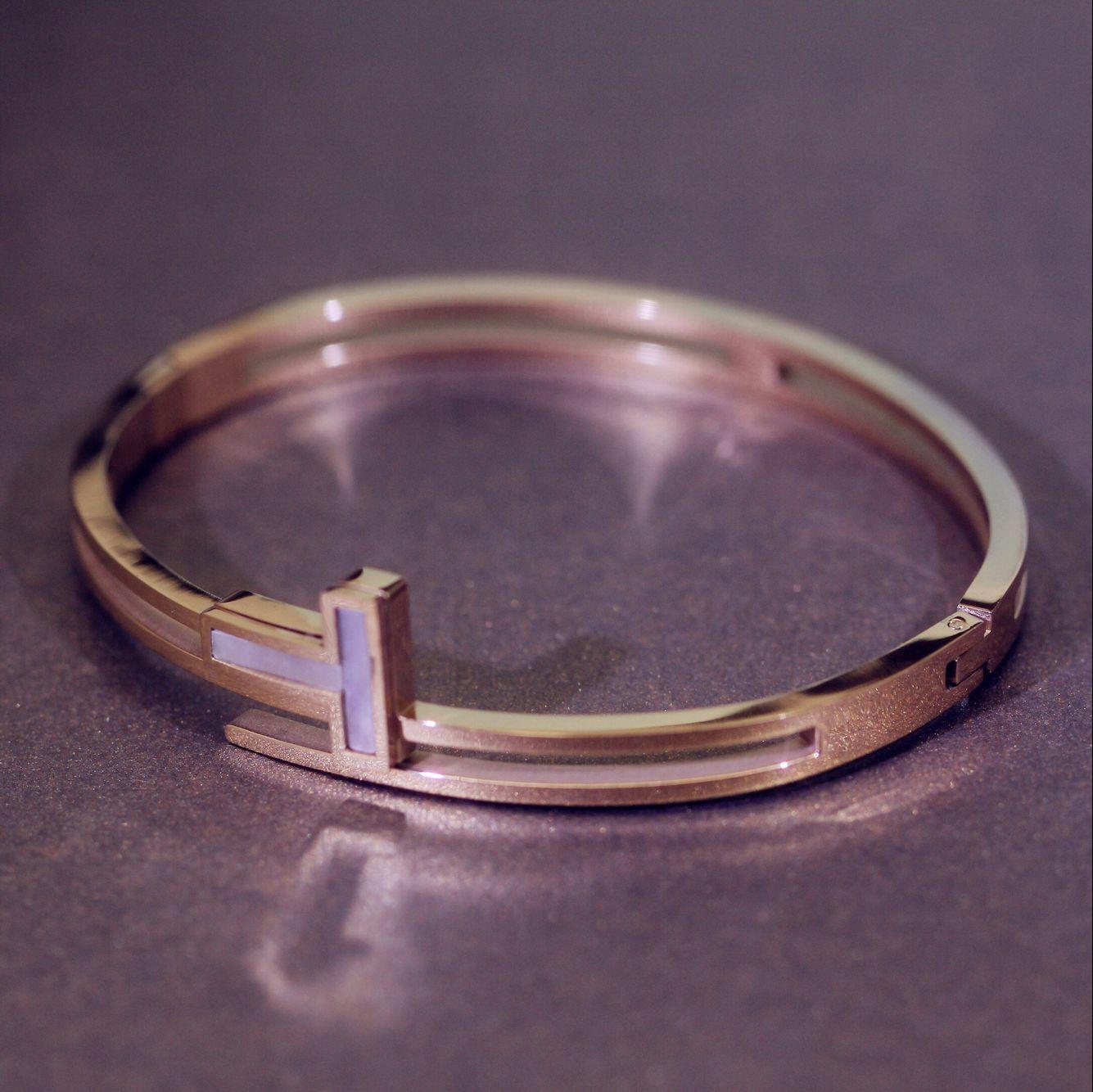 饰品手镯女钉子贝壳首饰钛钢镀金18k玫瑰金情侣饰品手环