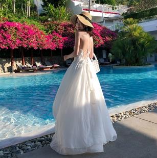 很仙的沙灘裙白色法國小眾吊帶漏背連衣裙女夏款海邊度假ins超火