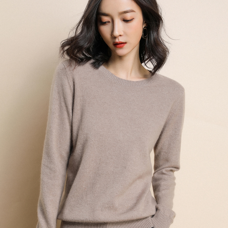 Spring and autumn winter round neck bottoming blouse womens long sleeve loose short solid color large size student sweater womens Pullover knitwear