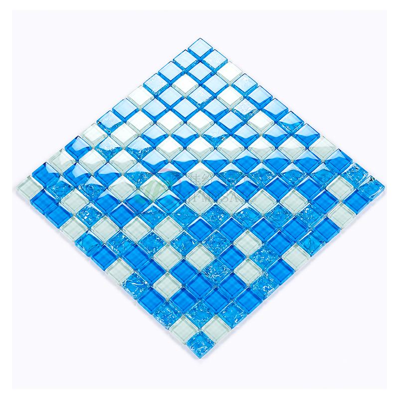 浅い青色の水晶の氷はモザイクのタイルの屋外の魚の池の景観の池の背景の壁の洗面所のシャワーの背景を割ります