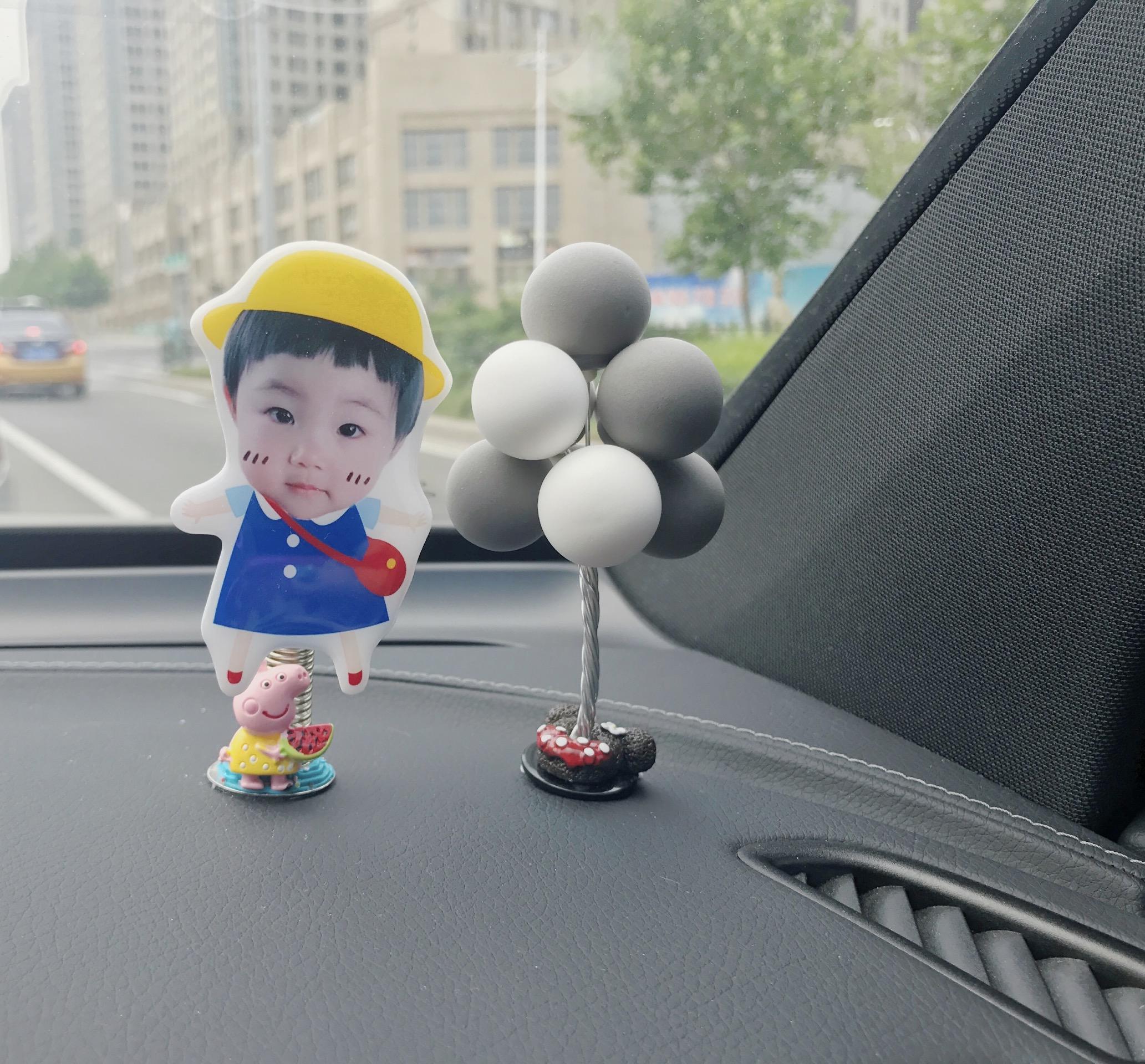 汽车定制创意卡通宝宝情侣照片摇摆娃娃车载摆件弹簧摇摇车内装饰