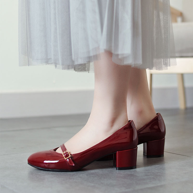 Xia mengxinnais hand-made patent leather Mary Zhen round head medium thick heel shoes literary retro Hepburn style small red shoes