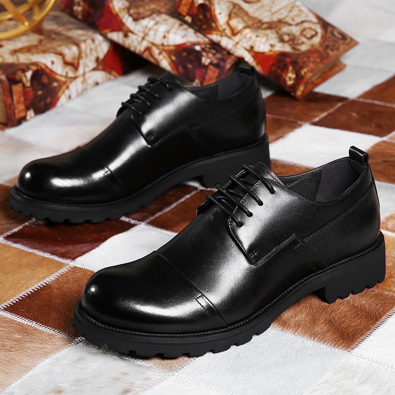 ヒッピーの頭の層の牛革の男性靴の厚い底の主要な靴の男性はビジネスカジュアル靴の丸い頭の英倫の潮流を詰めています。