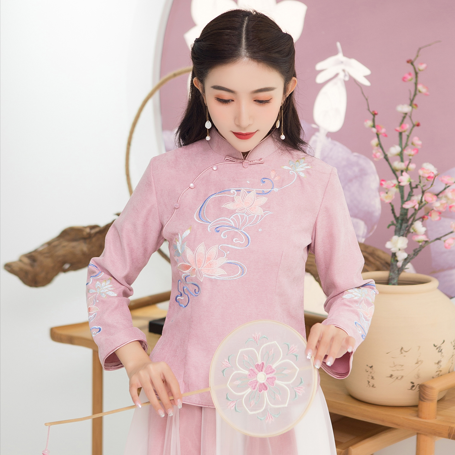 Republic of China style retro womens clothing autumn and winter thickened Chinese style two-piece set student improved cheongsam jacket short Han suit