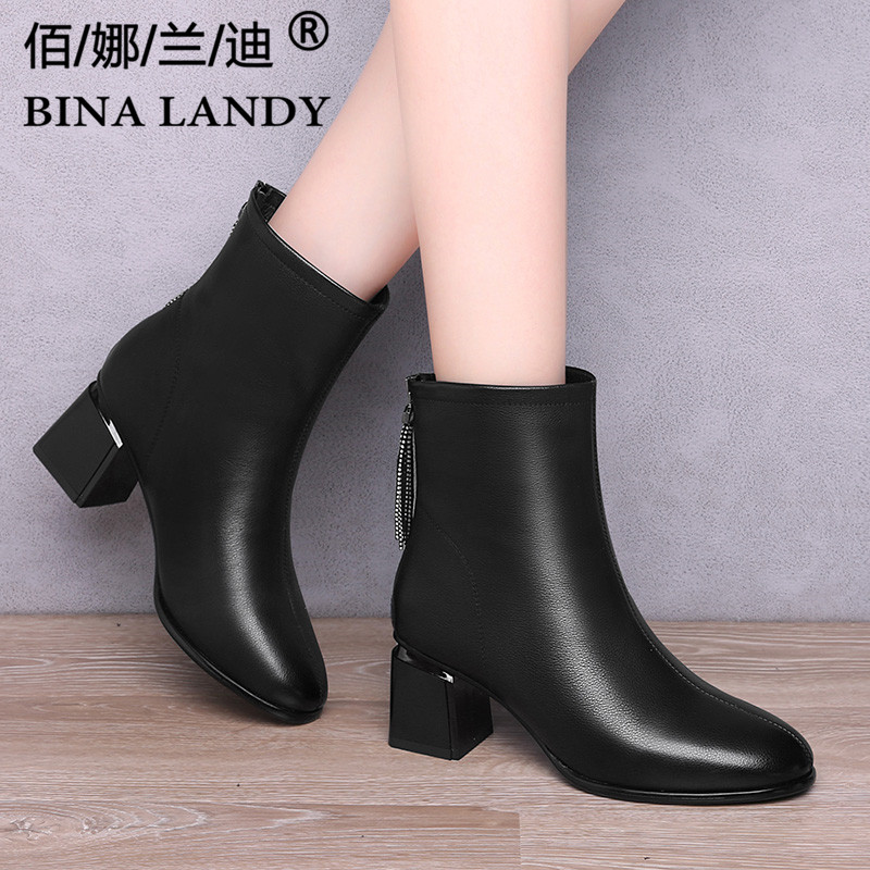 Black thick heel boots womens 2021 autumn and winter plush short tube Martin boots middle heel leather British style leather