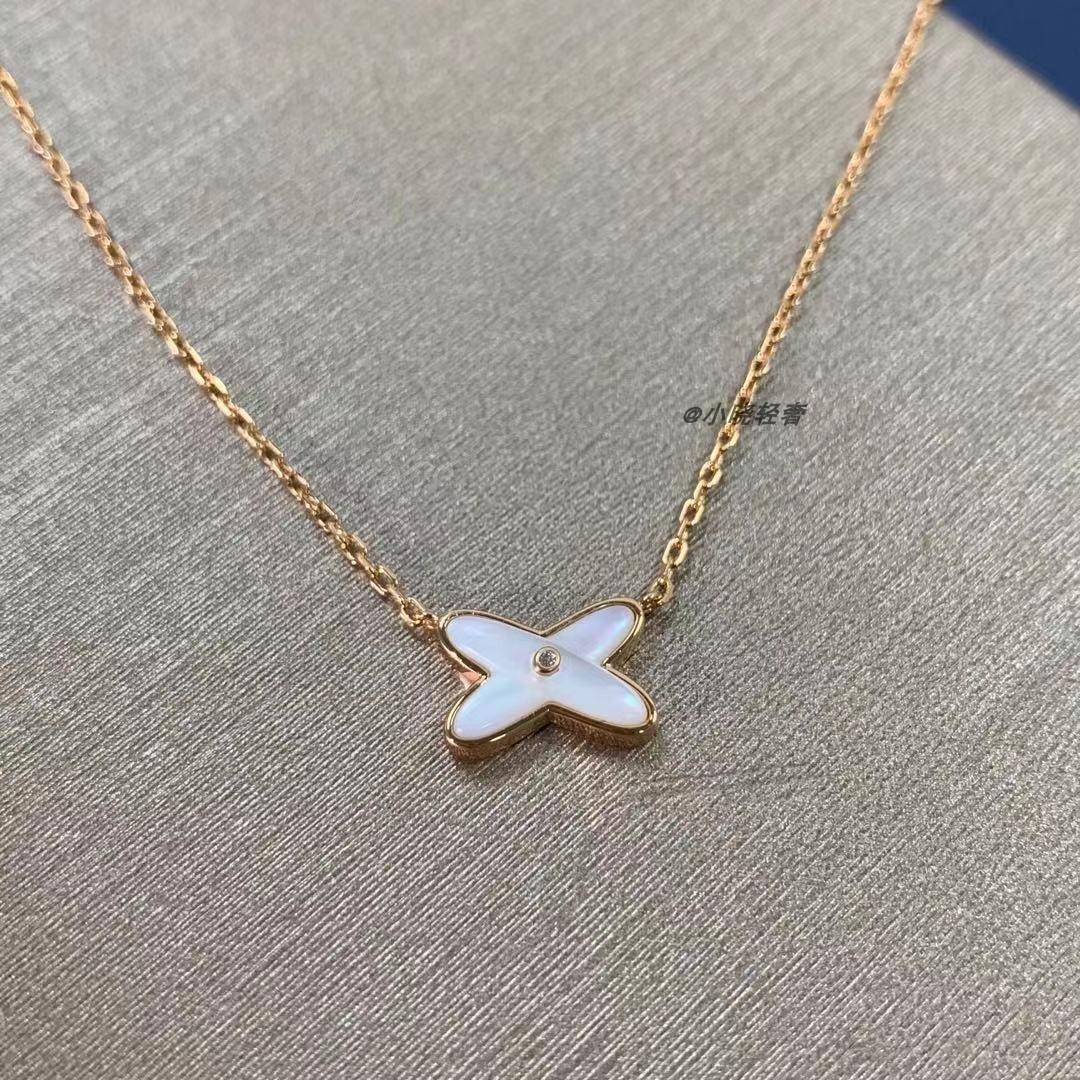 轻奢尚家交叉项链V金字母数字合金镀金纯银镶嵌宝石特色复古镂空