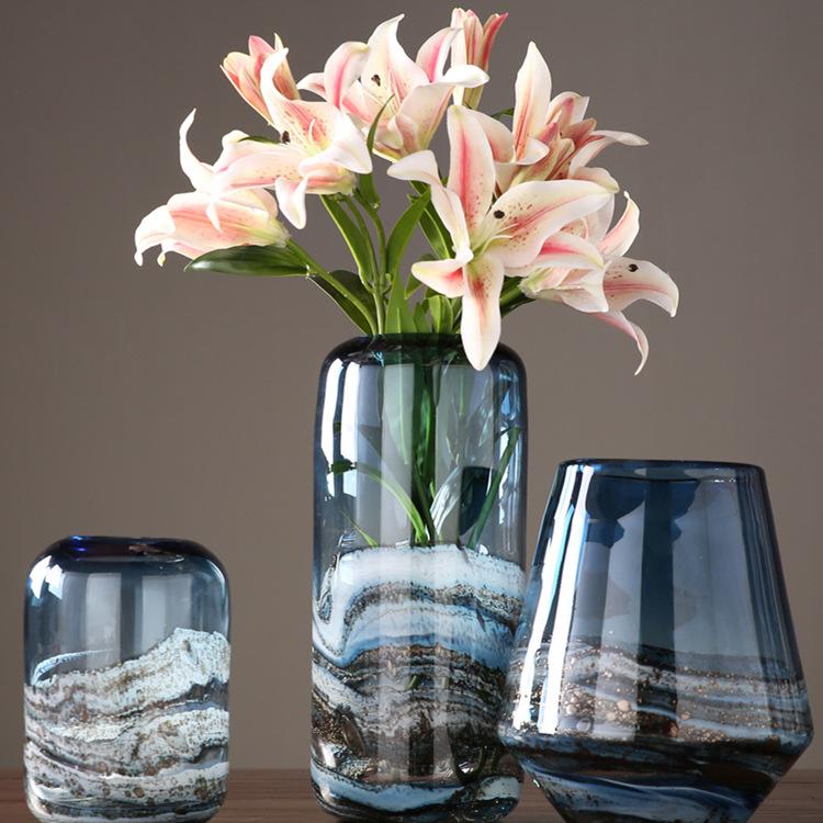 創意簡単な青色の岩層ガラスの花瓶の置物家庭用レストランの挿花器の見本板の間の柔らかい包装の置物