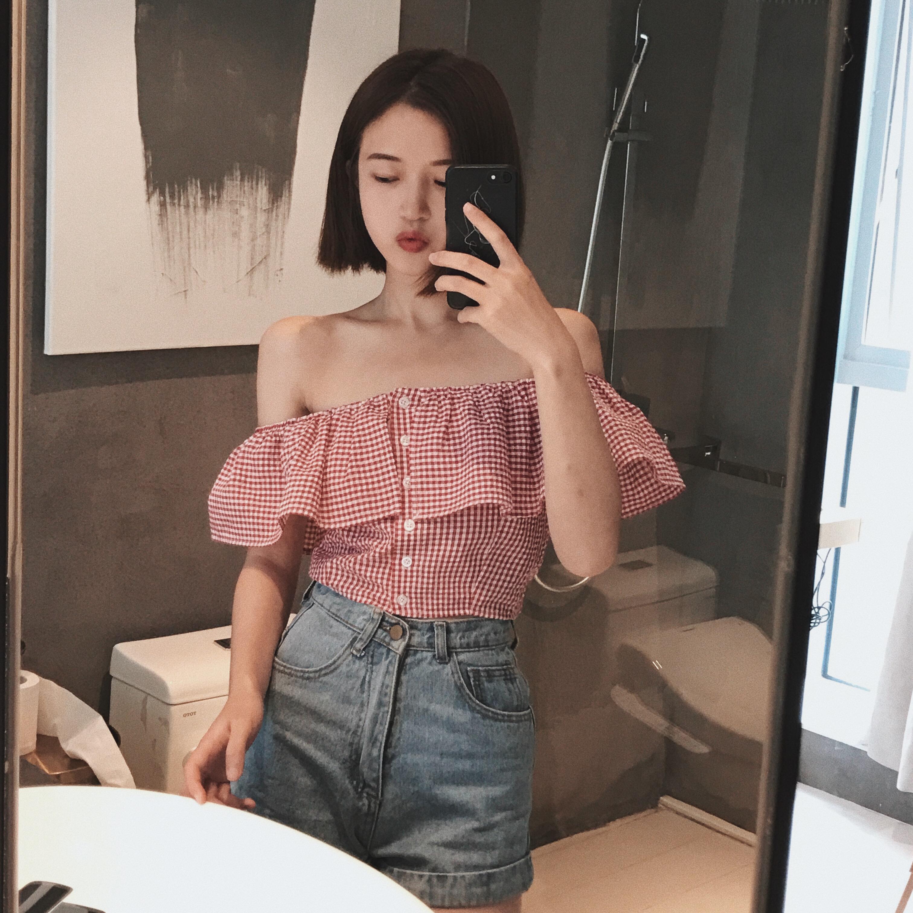 夏裝韓版復古一字領露肩格子襯衫百搭荷葉邊單排扣短款上衣女裝潮