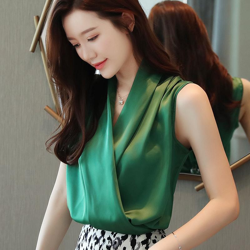 韩版V领无袖缎面衬衫女士2020夏装新款百搭网红超火流行雪纺上衣