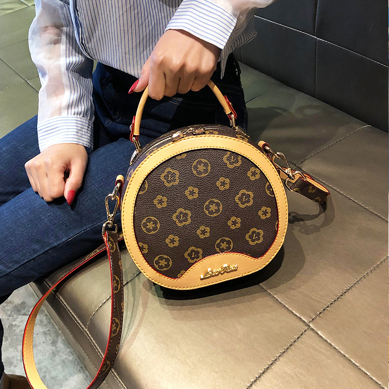 Purchasing small CK womens Bag Messenger Bag 2020 New Single Shoulder Messenger Bag ultra fire Bag Mini Handbag small round bag